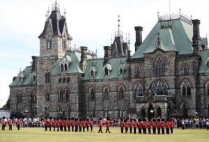 Man arrested following knife incident on Parliament Hill