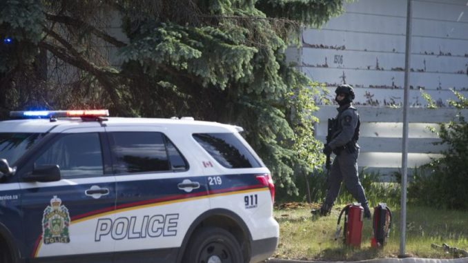 Standoff in Saskatoon ends peacefully