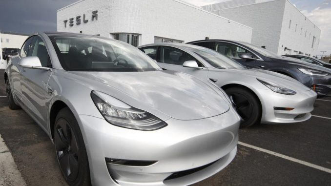 Ford government expands electric vehicle rebates for Tesla buyers
