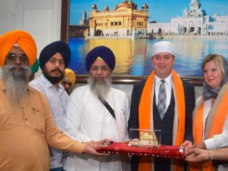 Andrew Scheer visits Golden Temple