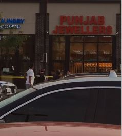Jewelry shop in Brampton robbed, suspects fled the scene